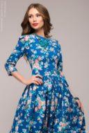 Купить длинное платье синего цвета с цветочным принтом в интернет-магазине