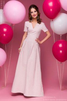 Вечернее платье макси пудрового цвета с вырезом на груди купить в Воронеже