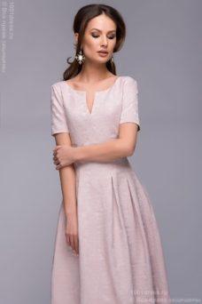 Купить вечернее платье макси пудрового цвета с вырезом на груди в интернет-магазине