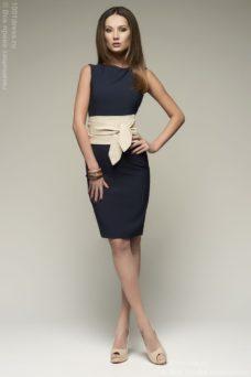 Синее платье-футляр без рукавов с песочным поясом купить в интернет-магазине