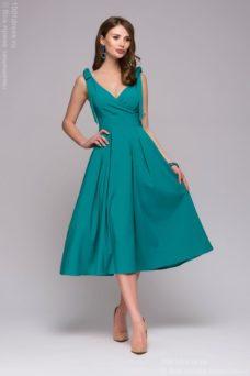 Бирюзовое платье длины миди с глубоким вырезом купить в Воронеже