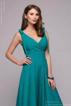 Бирюзовое платье длины миди с глубоким вырезом купить в интернет-магазине