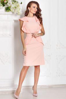 Платье-футляр персикового цвета с воланами и поясом без рукавов купить в интернет-магазине