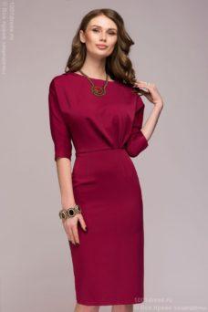 Платье длины миди бордового цвета с защипами по линии талии купить в интернет-магазине