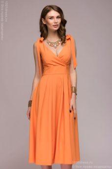 Персиковое платье длины миди с глубоким вырезом купить в интернет-магазине