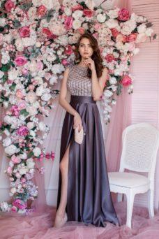 Вечернее платье бронзового цвета с кружевным верхом и разрезом на юбке купить в Воронеже
