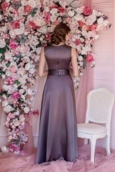 Вечернее платье бронзового цвета с кружевным верхом и разрезом на юбке купить в интернет-магазине