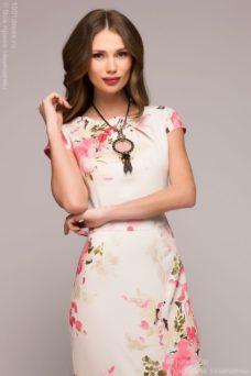Платье-футляр ванильного цвета с цветочным принтом купить в Воронеже