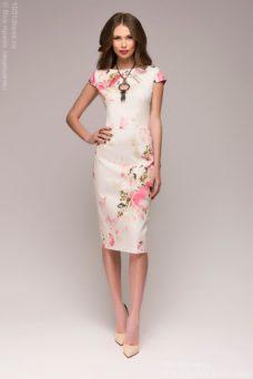 Платье-футляр ванильного цвета с цветочным принтом купить в интернет-магазине