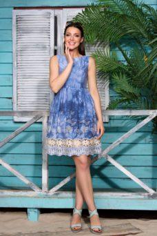 Синее платье из джинсовой ткани без рукавов с кружевом на юбке купить в Воронеже