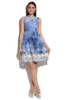 Синее платье из джинсовой ткани без рукавов с кружевом на юбке купить в интернет-магазине