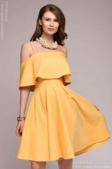Желтое платье длины мини на бретелях с двойным воланом купить в Воронеже