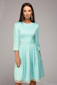 Платье длины мини мятного цвета с кружевной отделкой и рукавами 3/4 купить в Воронеже