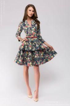 Синее платье с цветочным принтом длины мини из жаккарда с баской и вырезом на груди купить в интернет-магазине