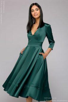 Изумрудное платье миди с глубоким декольте и рукавами 3/4 купить в Воронеже