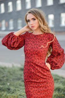 Красное платье-футляр длины миди с принтом и пышными рукавами купить в интернет-магазине