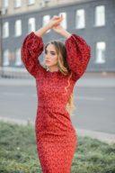 Заказать Красное платье-футляр длины миди с принтом и пышными рукавами с бесплатной доставкой по России