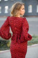 Купить Красное платье-футляр длины миди с принтом и пышными рукавами в магазине женской одежды в Воронеже