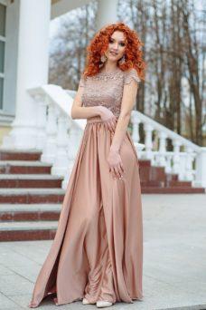 Длинное бежевое платье с пышной юбкой и кружевным верхом с короткими рукавами купить в Воронеже