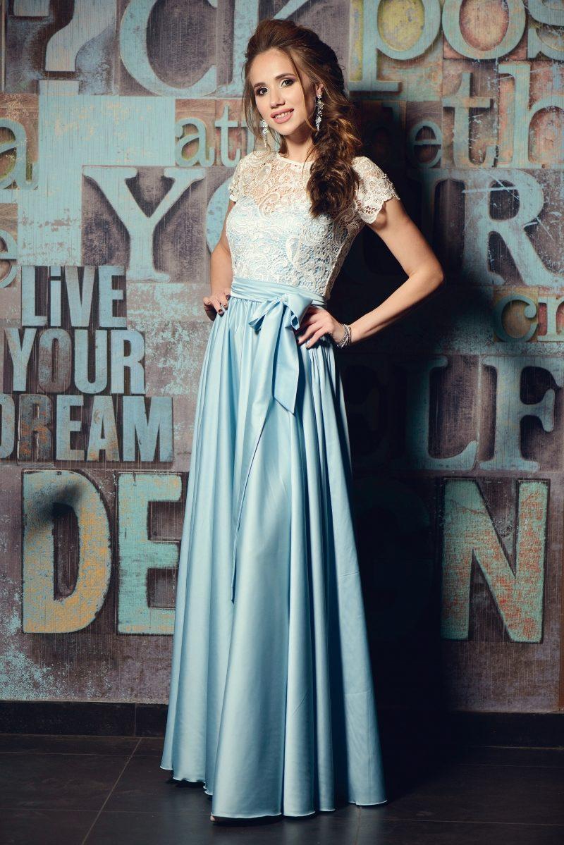 Длинное голубое платье с пышной юбкой и кружевным верхом с короткими рукавами купить в Воронеже