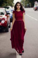 Длинное платье вишневого цвета с шифоновой юбкой и вырезом на спине купить в Воронеже