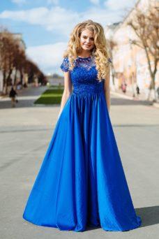 Длинное синее платье с пышной юбкой и кружевным верхом с короткими рукавами купить в Воронеже
