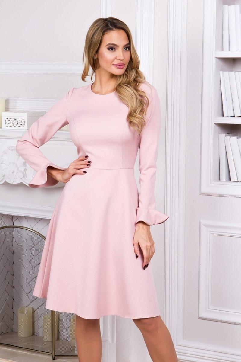 Нежно-розовое платье с расклешенной юбкой и длинными рукавами купить в Воронеже