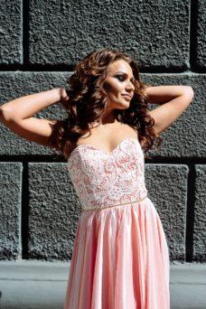 Вечернее платье-корсет цвета пудры с кружевным верхом и фатиновой юбкой купить в интернет-магазине