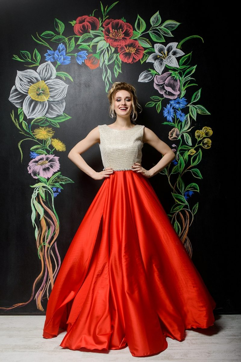 Вечернее платье с красной юбкой и золотым верхом с вырезом на спине купить в Воронеже