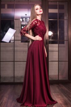 Вечернее платье в пол вишневого цвета с кружевным верхом и рукавами 3/4 купить в интернет-магазине