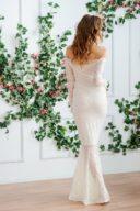 Заказать свадебное Гипюровое платье-рыбка молочного цвета с открытыми плечами с бесплатной доставкой по России
