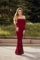 Гипюровое платье-рыбка винного цвета с открытыми плечами купить в интернет-магазине