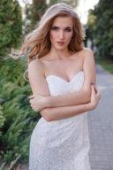 Молочное платье-футляр с корсетным верхом и кружевом купить в интернет-магазине