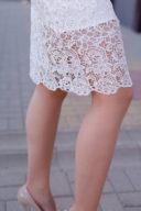Заказать Молочное платье-футляр с корсетным верхом и кружевом с бесплатной доставкой по России