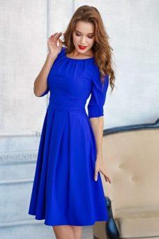 Платье цвета электрик длины миди с пышной юбкой и рукавами 3/4 купить в Воронеже
