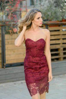 Вишневое платье-футляр с корсетным верхом и кружевом купить в Воронеже