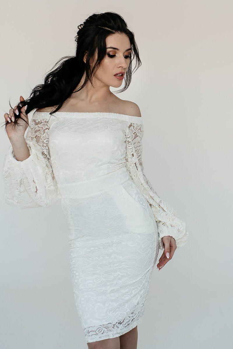 Белое гипюровое платье с открытыми плечами и пышными рукавами купить в Воронеже