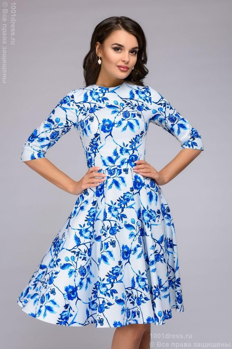 Короткое белое платье с голубым цветочным принтом и рукавами 3/4 купить в Воронеже