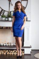 Короткое платье-футляр синего цвета с драпировкой и короткими рукавами купить в интернет-магазине