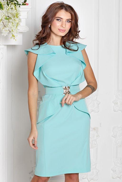 Платье-футляр мятного цвета с воланами и поясом без рукавов купить в Воронеже