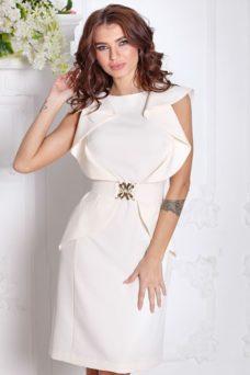 Платье-футляр цвета айвори с воланами и поясом без рукавов купить в Воронеже