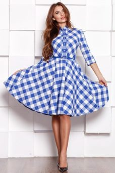 Платье миди белого цвета в синюю клетку с пышной юбкой и рукавами 3/4 купить в интернет-магазине