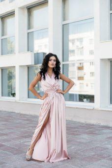 Пудровое платье в пол в греческом стиле из шелка купить в интернет-магазине