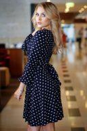 Купить Короткое платье с запахом темно-синего цвета в горошек с бесплатной доставкой