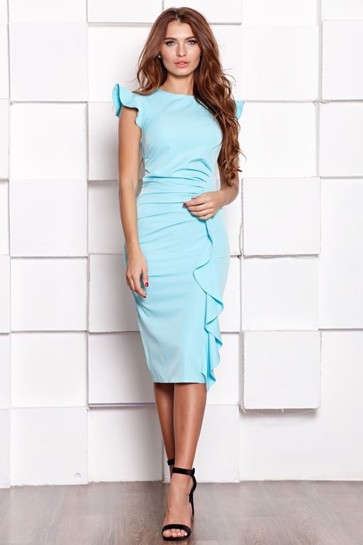 Платье-футляр ментолового цвета длины миди с драпировкой и воланами купить в интернет-магазине