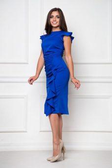 Платье-футляр синего цвета длины миди с драпировкой и воланами заказать с примеркой