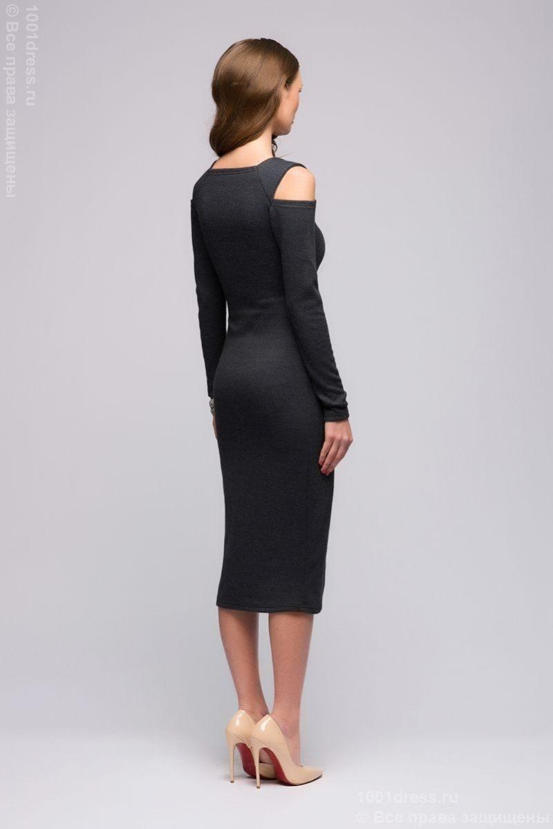 Трикотажное платье в магазине женской одежды в Воронеже