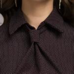 Бордовое платье-футляр с имитацией галстука dm00455bo-8