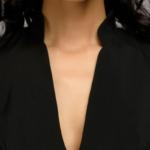 Черное платье с воланами на плечах dm00016bk-8