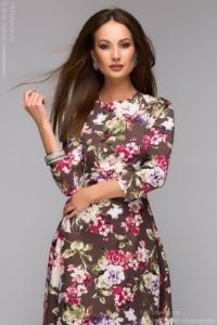 Купить длинное платье шоколадного цвета с цветочным принтом в интернет-магазине